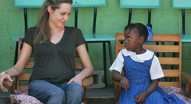 Angelina Jolie e Stella McCartney insieme per SOS Villaggi dei Bambini